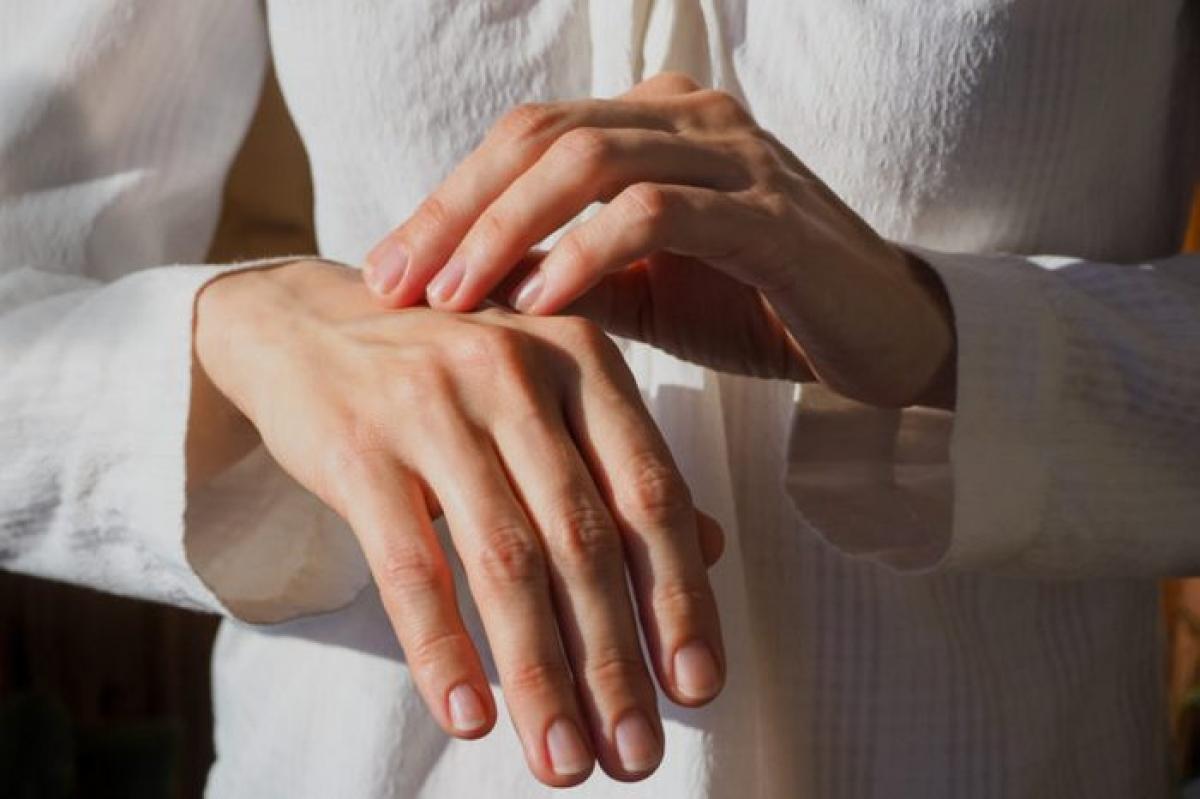 Da đổi màu: Những thay đổi nhỏ nhất của màu da cũng có thể là dấu hiệu của những bệnh lý khó lường. Da nhợt nhạt có thể là dấu hiệu của thiếu máu, da vàng - bệnh về gan, môi và móng tay xanh - bệnh về tim hoặc phổi.