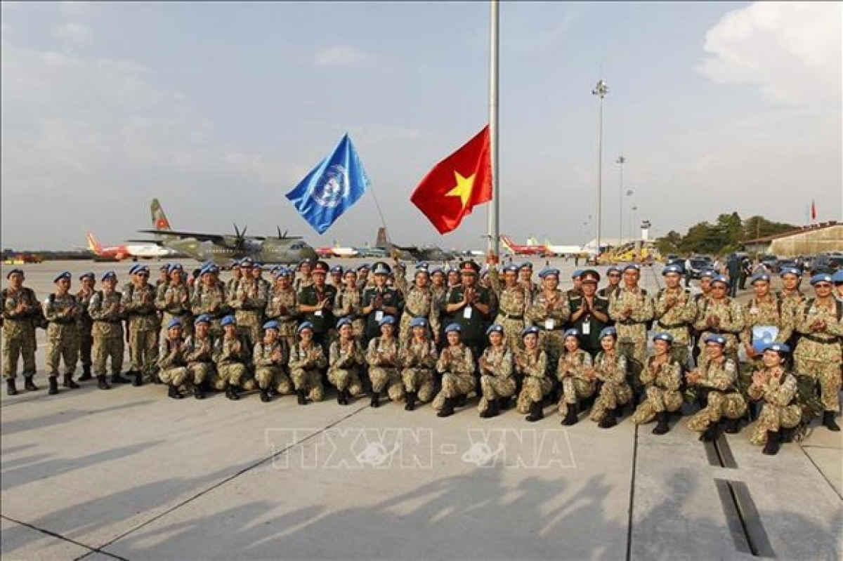The Defence Ministry held a ceremony on March 23 in Ho Chi Minh City to send off the staff of the third Level-2 Field Hospital, who will participate in the UN peacekeeping mission in South Sudan. (Photo: VNA)