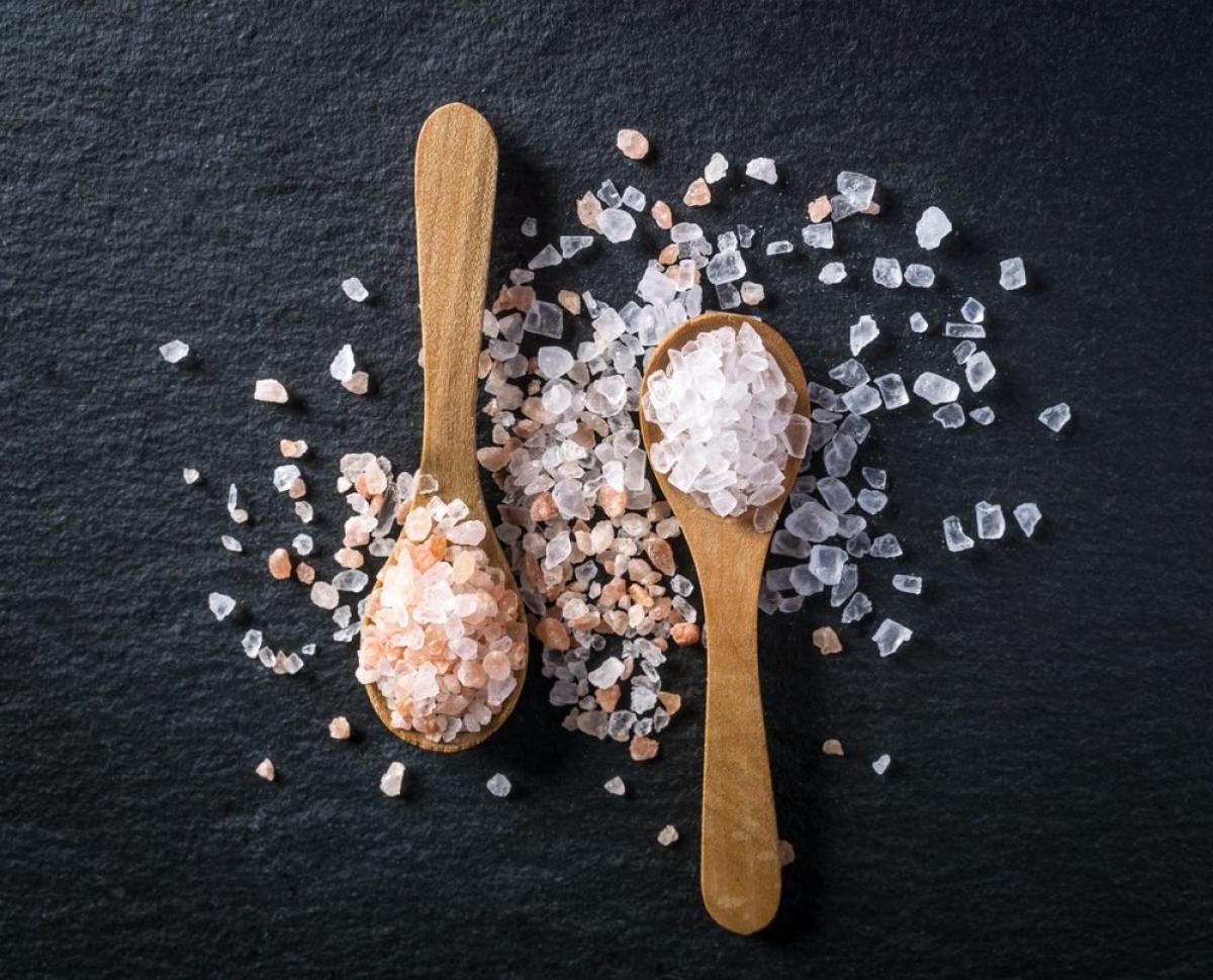 Thực phẩm mặn: Nếu bạn muốn sống lâu và khỏe mạnh, hãy hạn chế lượng muối trong chế độ ăn uống của mình. Ăn quá nhiều muối làm tăng nguy cơ mắc các bệnh về tim mạch, đột quỵ, ung thư dạ dày, đồng thời đẩy nhanh quá trình lão hóa tế bào.