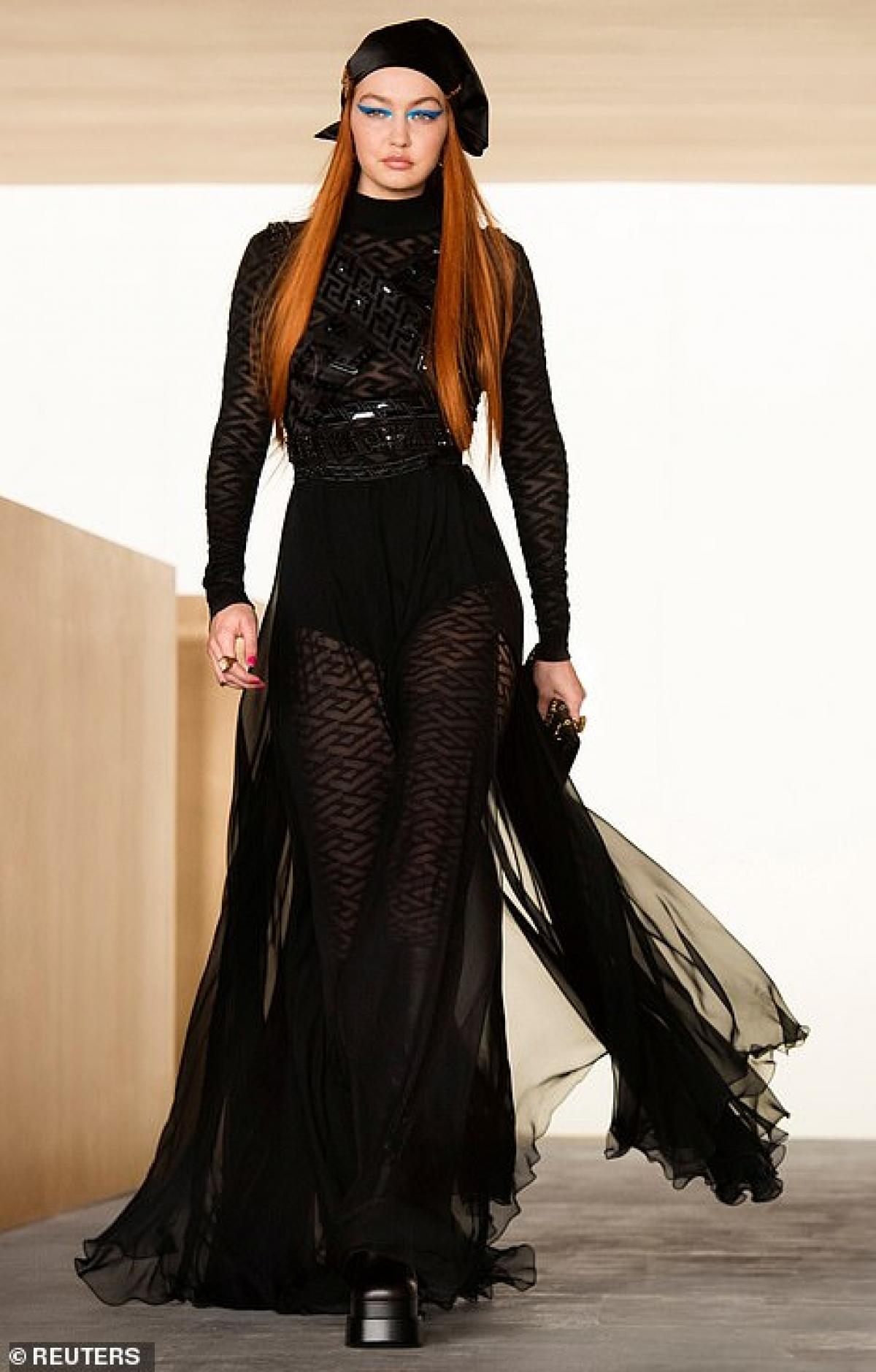 Gigi Hadid thu hút mọi ánh nhìn khi trở lại sàn diễn trong show thời trang của Versace diễn ra ở Italia hôm 5/3.