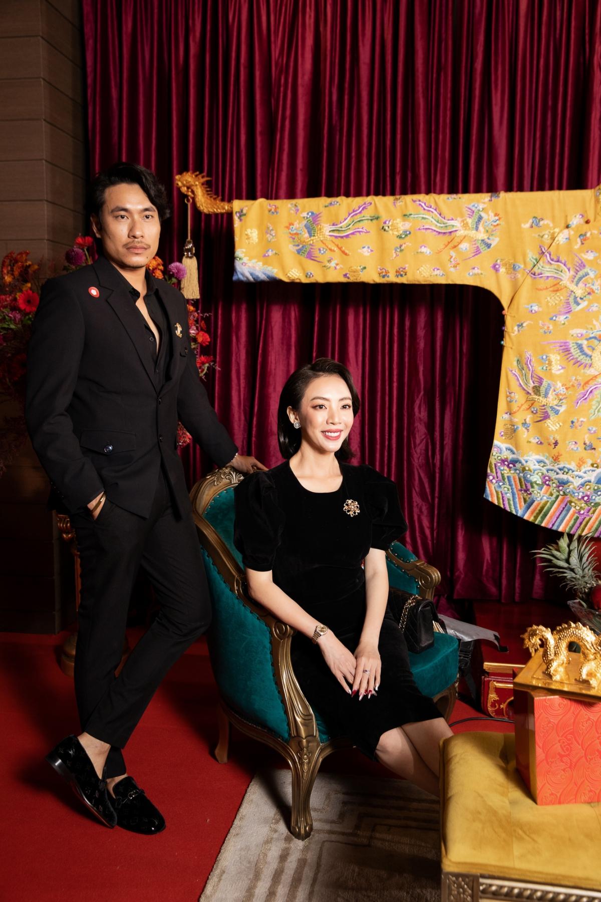 Nam diễn viên Kiều Minh Tuấn sánh đôi cùng Thu Trang tại sự kiện.