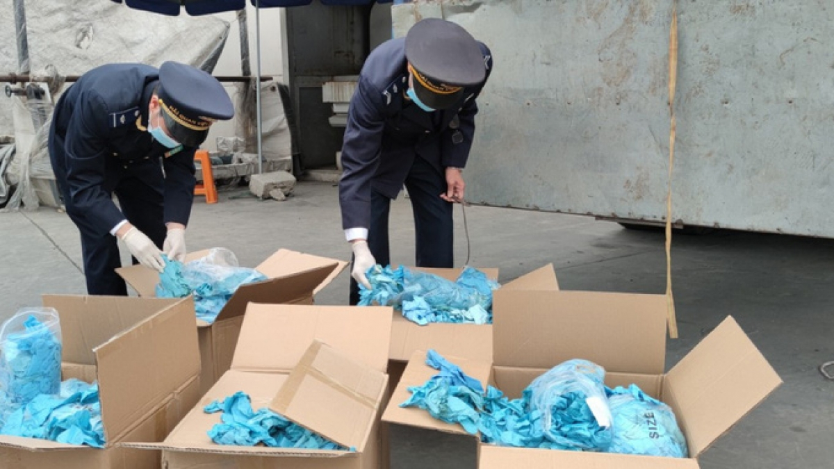 Hàngg hóa là găng tay có dấu hiệu đã qua sử dụng và thuộc danh mục hàng hóa cấm nhập khẩu theo quy định