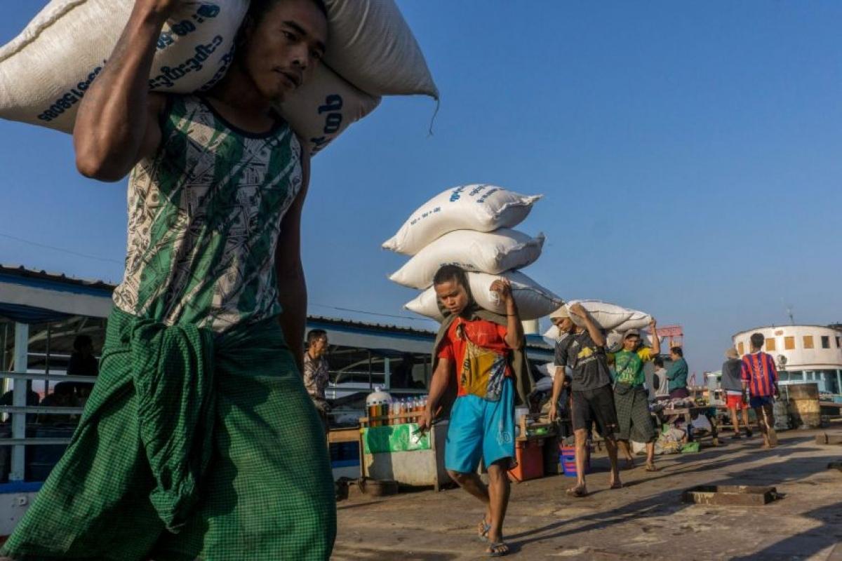 Giá gạo tăng 4% ở Yangon và Mandalay từ cuối tháng 2. Ảnh: AFP