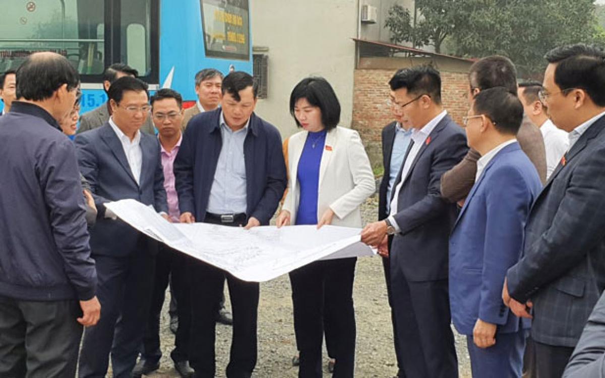 Đoàn giám sát thị sát dự án trung chuyển xe buýt chậm triển khai tại huyện Mê Linh