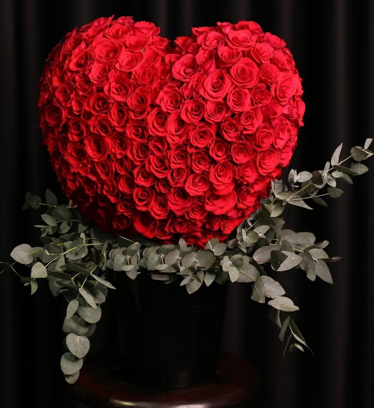 A bouquet of roses can be used to send a special message to loved ones.
