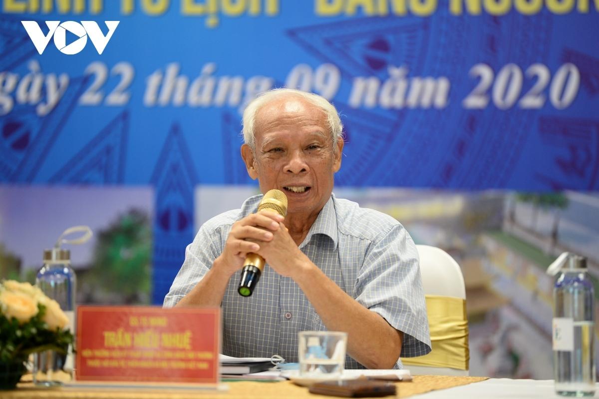 GS.TS. NGND. Trần Hiếu Nhuệ (Viện trưởng Viện Kỹ thuật Nước và Công nghệ Môi trường thuộc Hội Bảo vệ Thiên nhiên và Môi trường Việt Nam).