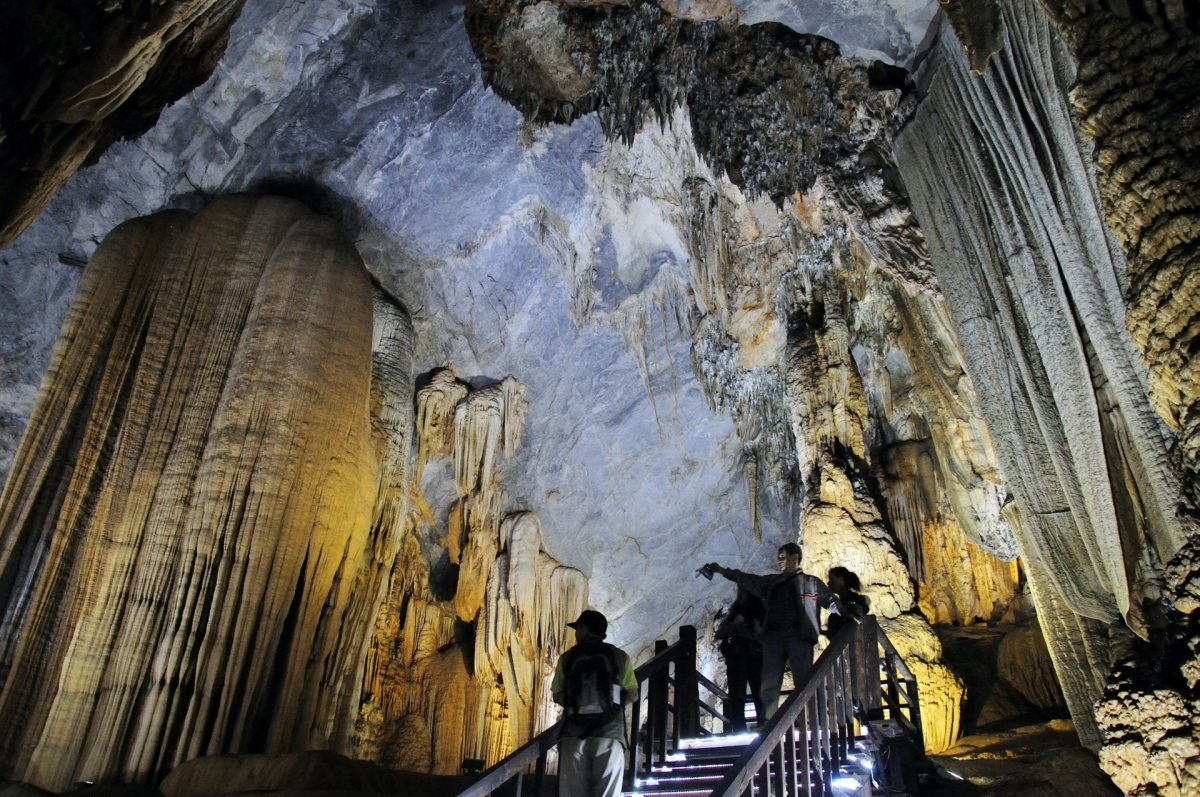 Thien Cung Cave is widely considered to be one of the most scenic caves located throughout Ha Long Bay. Whilst the atmosphere is always cool, it serves as an ideal place during the summer. (Photo: Lonely Planet)