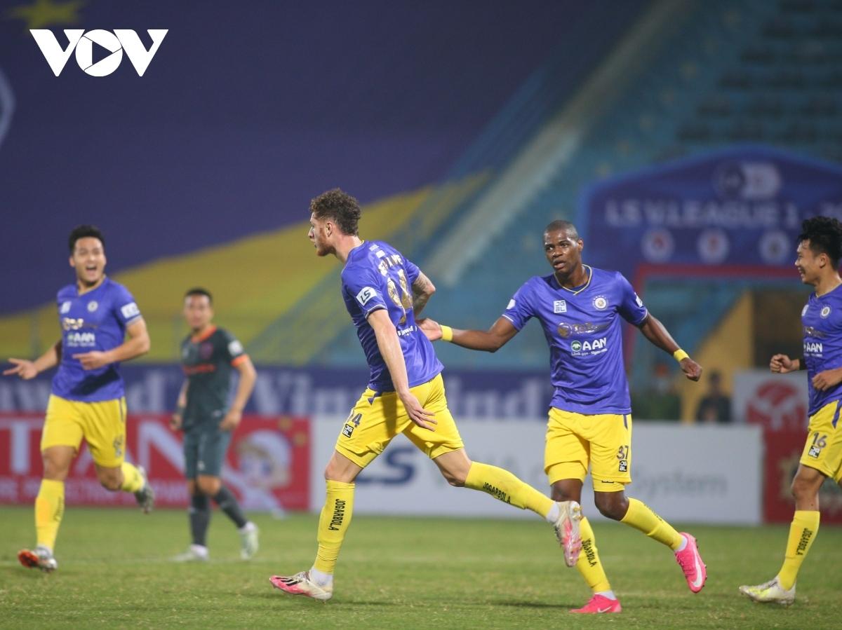 Hà Nội FC nằm trong số các CLB có thể thay thế cầu thủ ngoại trước loạt trận V-League cuối tuần này. (Ảnh: Minh Hoàng).