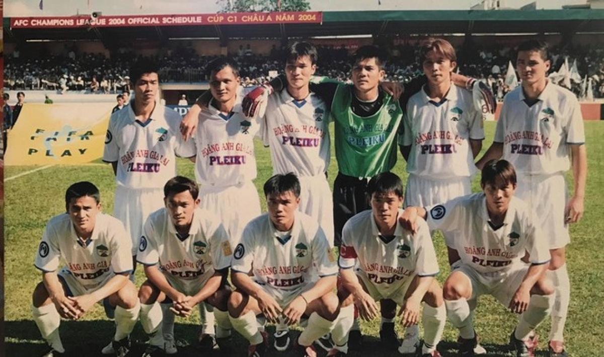Đội hình HAGL tham dự một trận đấu ở AFC Champions League 2004. (Ảnh minh họa: Báo Thanh Niên).