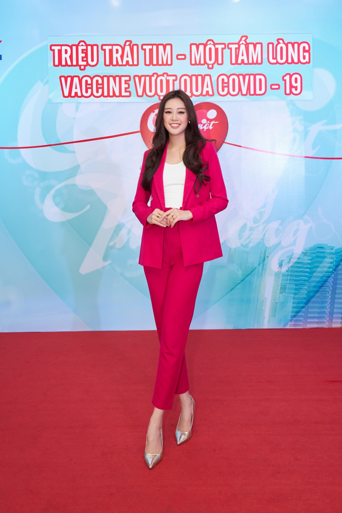 Cô đã trực tiếp đến Đài HTV trao tận tay tấm lòng của mình.