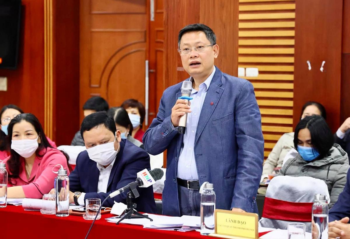 Phó Giám đốc Sở Xây dựng Hoàng Cao Thắng thông tin về các dự án để cải thiện môi trường các dòng sông ở Hà Nội.