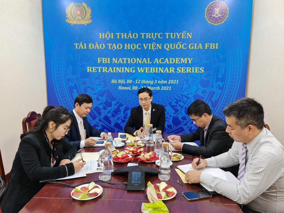 Các đại biểu tham dự hội thảo trực tuyến từ đầu cầu Việt Nam.