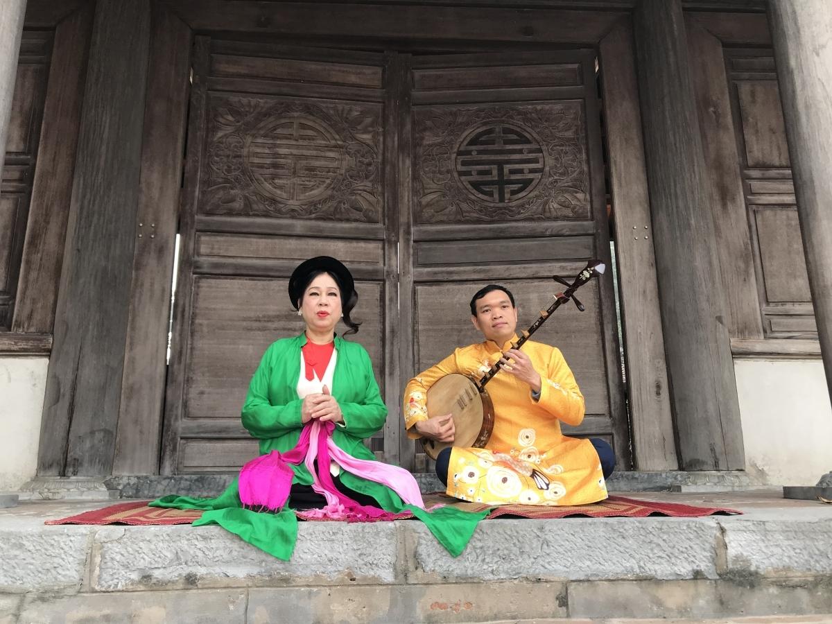 Nghệ sỹ tham gia dự án: NSND Thanh Hoài (trái) và Nghệ sỹ đàn nguyệt Phạm Đức Bình (phải)