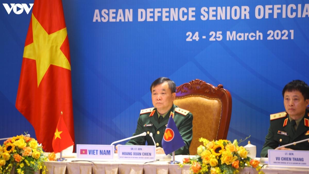 Thứ trưởng Bộ Quốc phòng Hoàng Xuân Chiến - Trưởng đoàn Việt Nam tham dự Hội nghị. (Ảnh: Trọng Phú)
