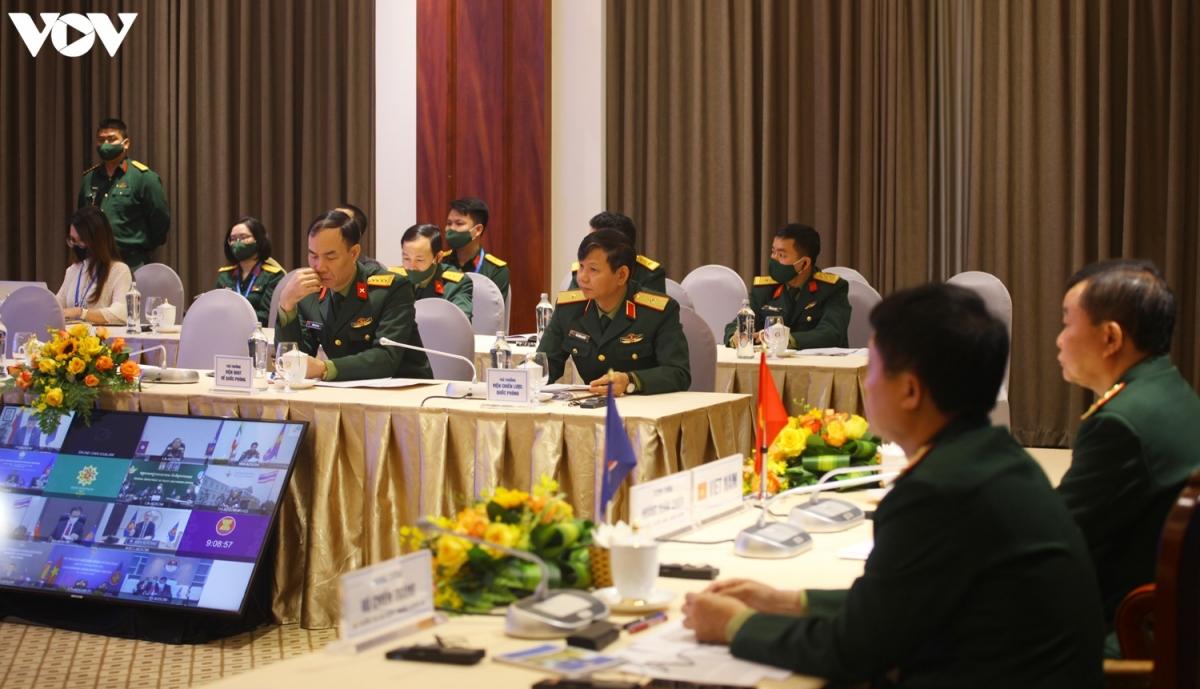 Các đại biểu đoàn Việt Nam tham dự Hội nghị