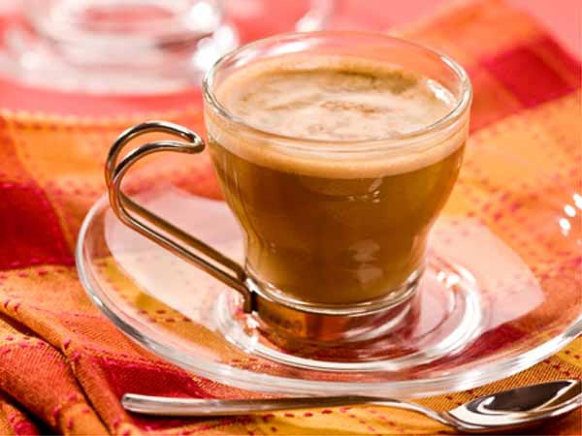 Thực phẩm chứa caffeine: Trà, cà phê, sô-cô-la - những thực phẩm giàu caffeine mà chúng ta sử dụng hằng ngày chính là một phần nguyên nhân khiến bạn bồn chồn, khó ngủ vào ban đêm.