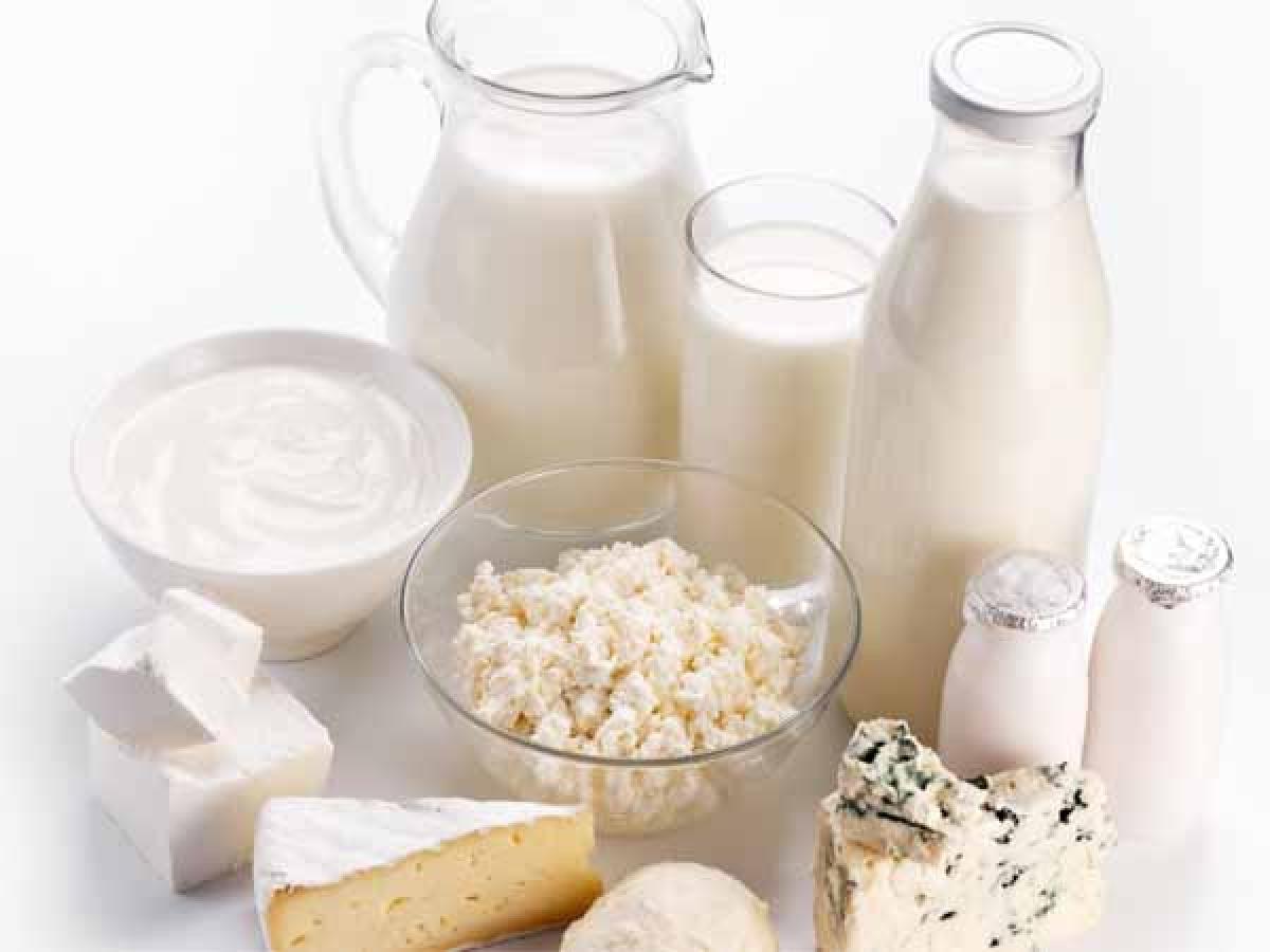Các thực phẩm từ sữa: Các thực phẩm chứa sữa nhiều béo, sữa đông, phô mai và bơ thường khó tiêu hóa hơn, làm bạn thấy nặng bụng, đầy hơi và khó ngủ.