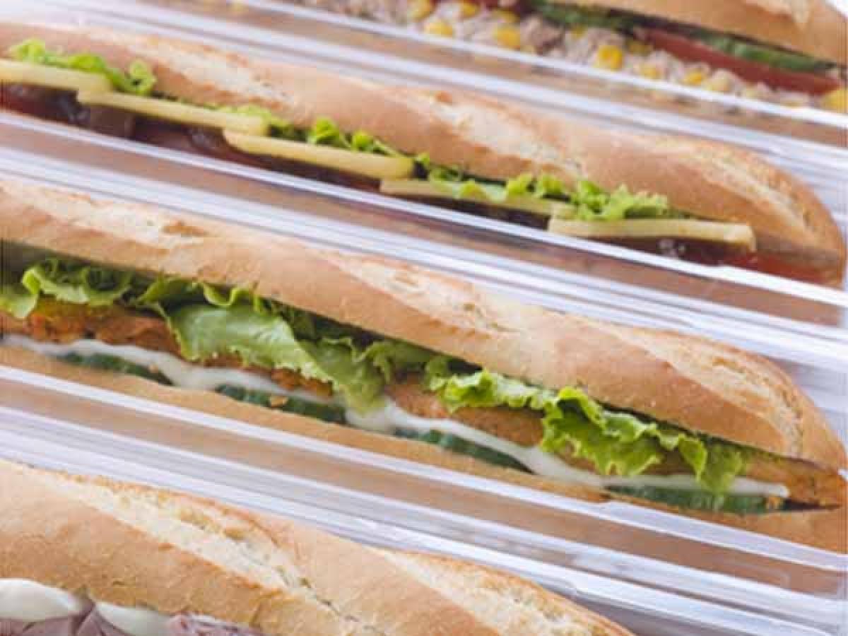 Thức ăn nhanh: Thức ăn nhanh cũng tiềm tàng nguy cơ gây mất ngủ, vì chúng không chỉ nhiều dầu mỡ mà còn cay hoặc nhiều đường.