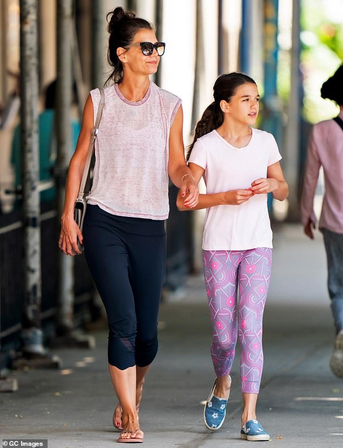 Katie Holmes hiện đang là bà mẹ độc thân quyến rũ.