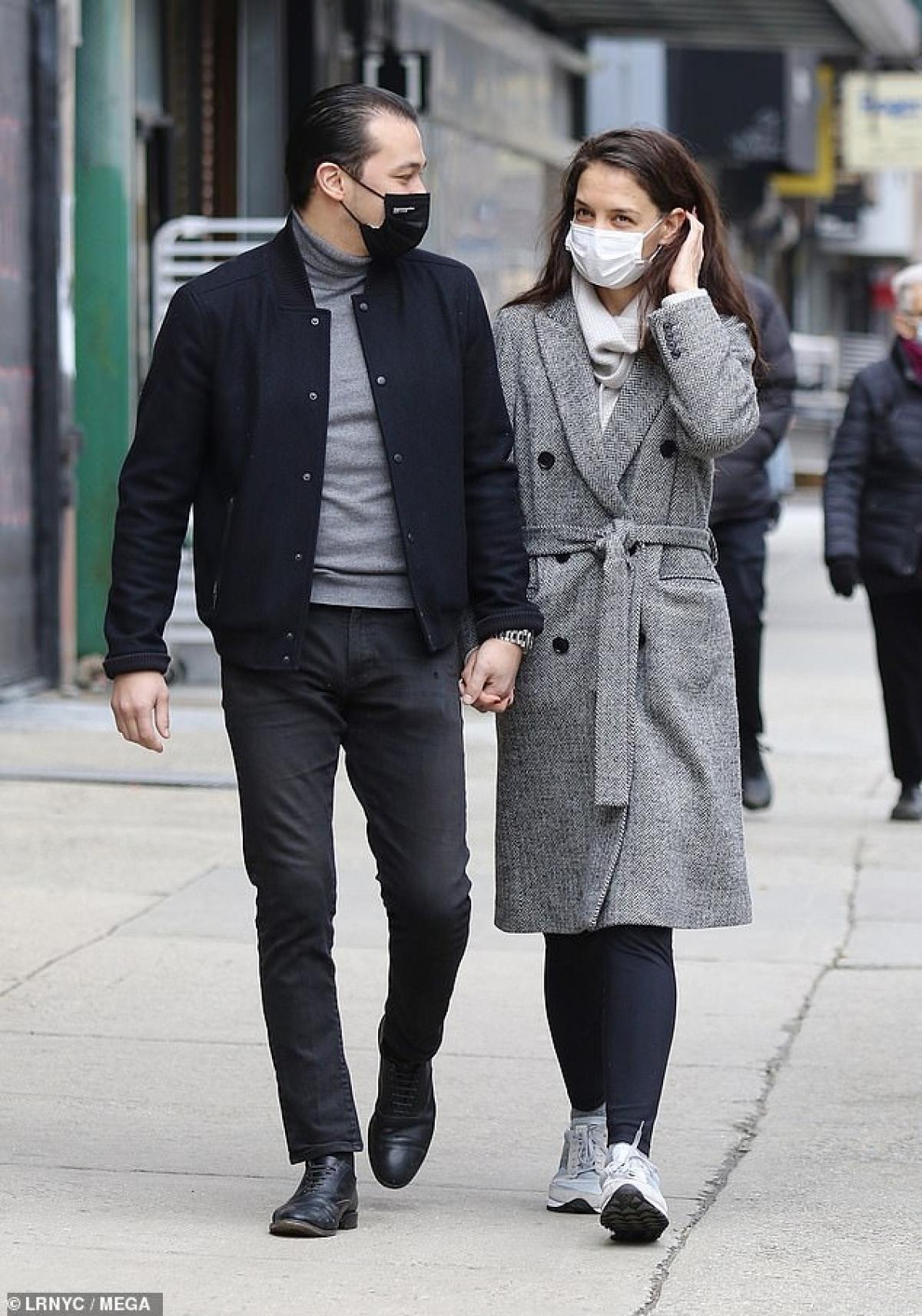 Từ khi có bạn trai mới, vợ cũ Tom Cruise trông tươi vui và hạnh phúc hơn nhiều.
