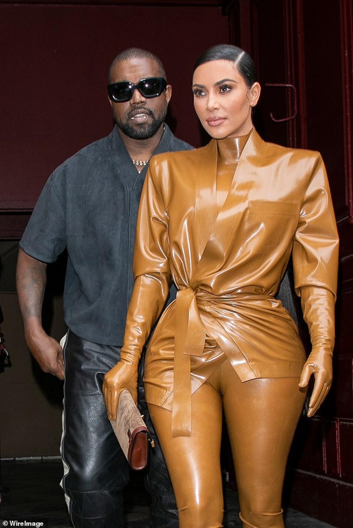 Cô đã kết hôn với nhà sản xuất âm nhạc Damon Thomas trước khi họ ly hôn vào năm 2004. Cô kết hôn với Humphries vào tháng 8 năm 2011 nhưng cô đã đệ đơn ly hôn sau 72 ngày. Đây là lần ly hôn đầu tiên của Kanye./.