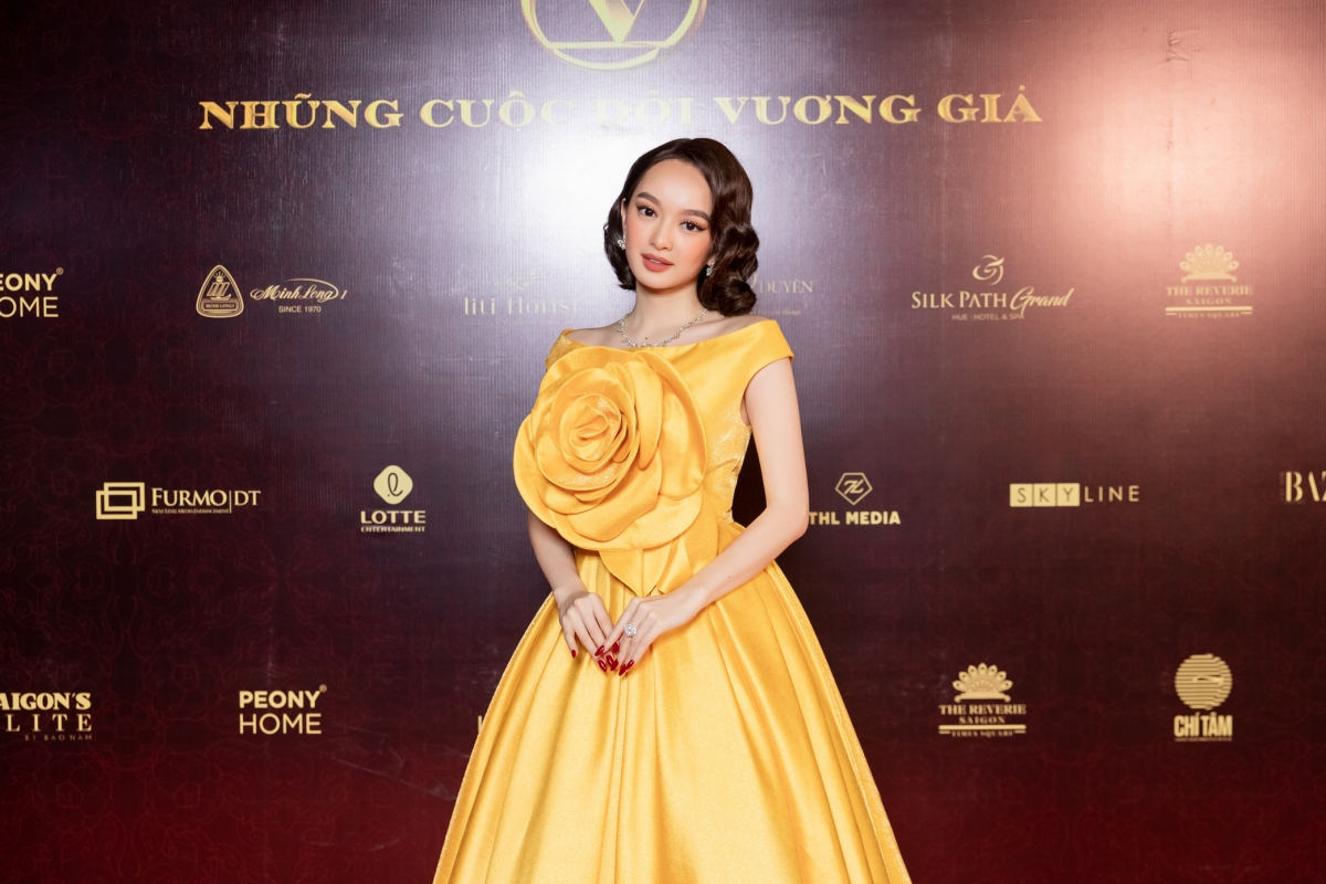 """Với diễn xuất tự nhiên, ngày càng hoàn thiện, Kaity Nguyễn được đánh giá là """"Ngọc nữ"""" mới của điện ảnh Việt. Nữ diễn viên sinh năm 1999 nổi bật trong thiết kế đầm của Đỗ Mạnh Cường."""