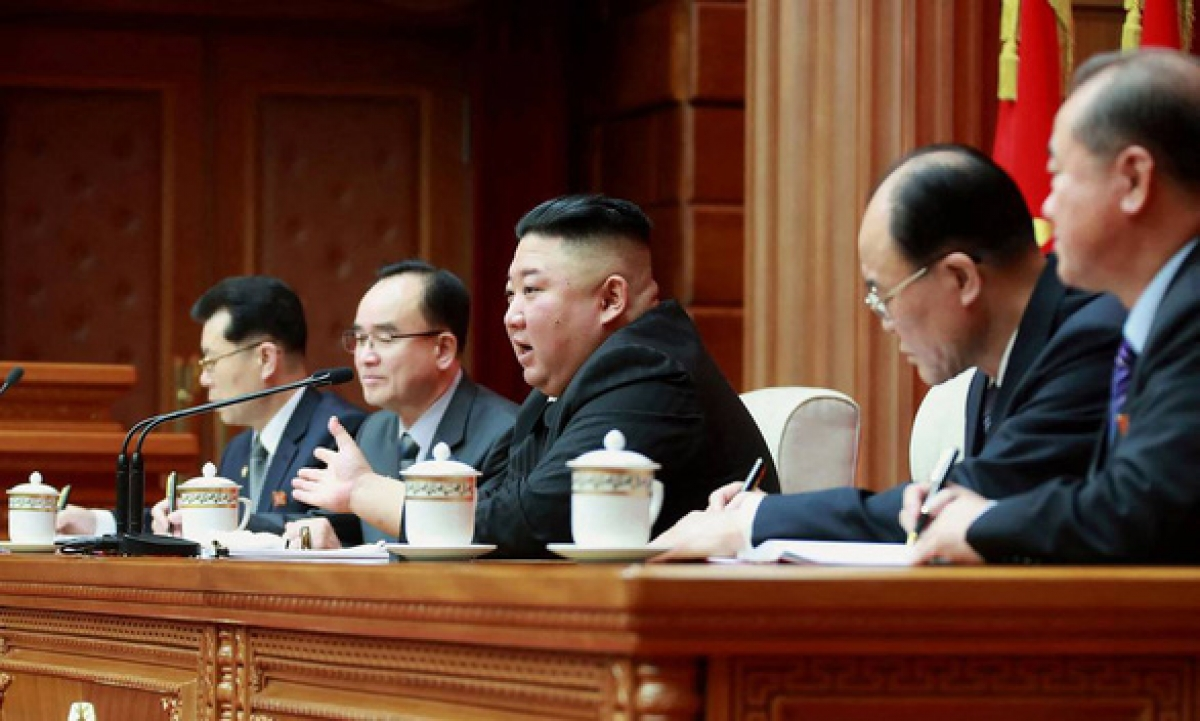 Lãnh đạo Triều Tiên Kim Jong Un trong một cuộc họp ở Bình Nhưỡng ngày 4/3/2021. Ảnh: AFP/KCNA