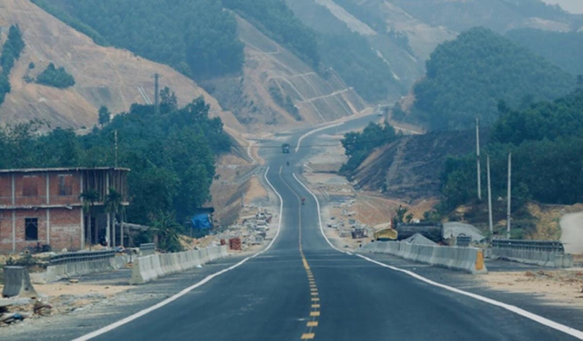 Dự án đường Hồ Chí Minh La Sơn - Túy Loan (cao tốc La Sơn - Túy Loan) đang hoàn thiện những công đoạn cuối cùng để thông xe.