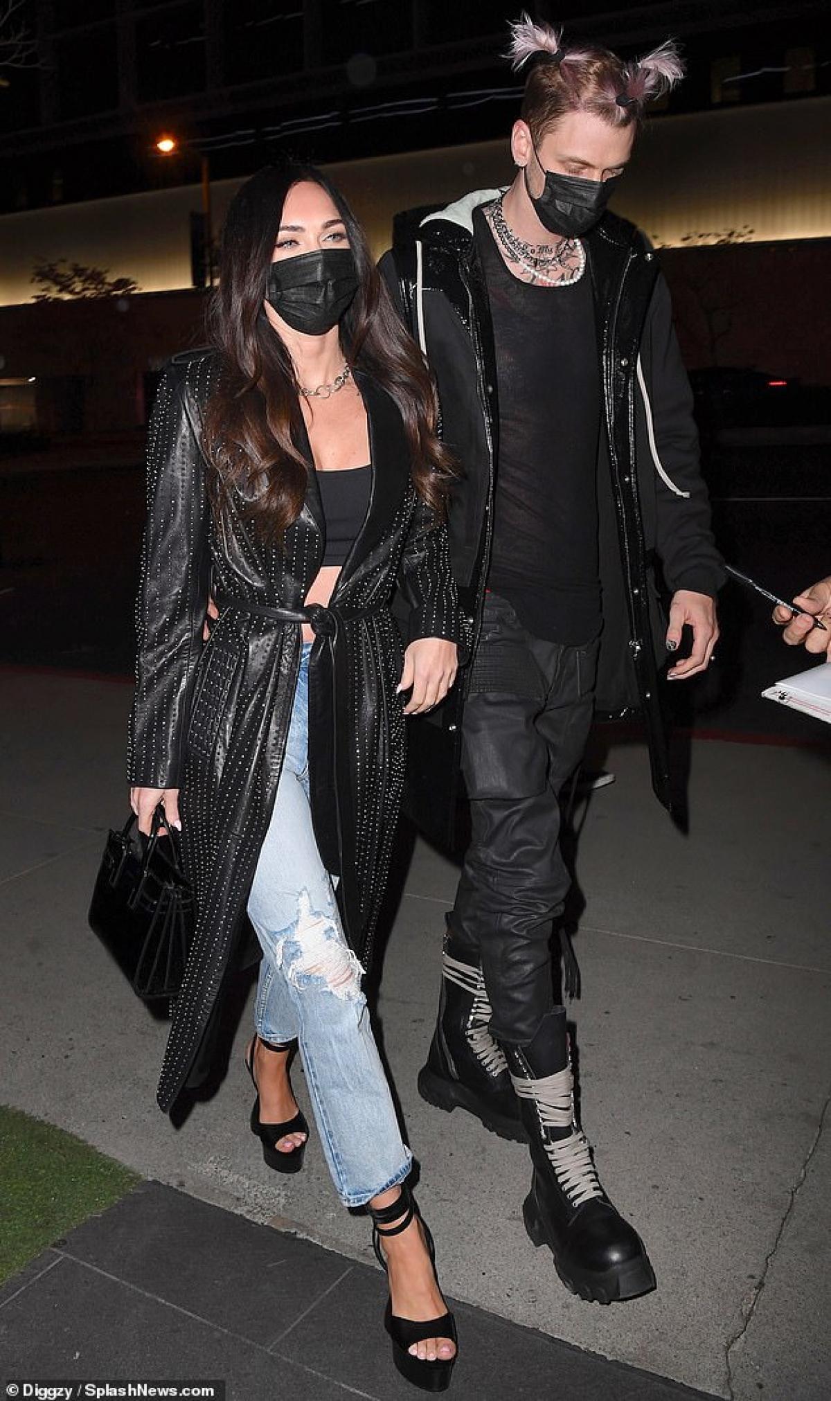 Megan Fox và tình trẻ Machine Gun Kelly hẹn hò lãng mạn lúc tối muộn ở Los Angeles, Mỹ vừa qua.