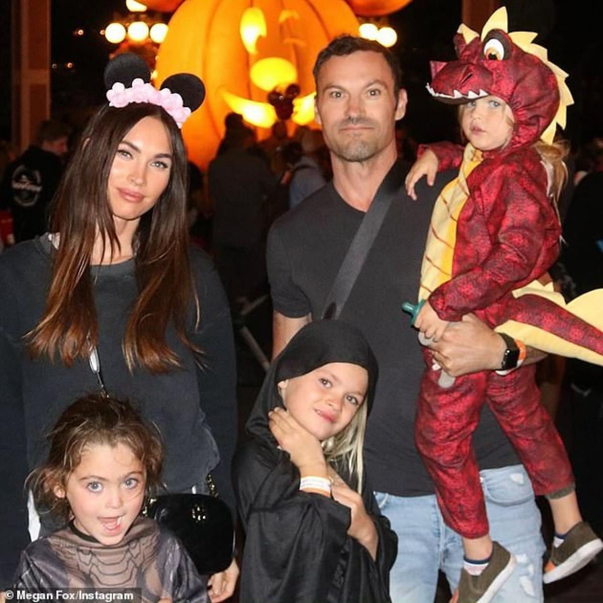 Chồng cô - tài tử Brian Austin Green - tuyên bố đã ly hôn vợ trong một cuộc phỏng vấn.