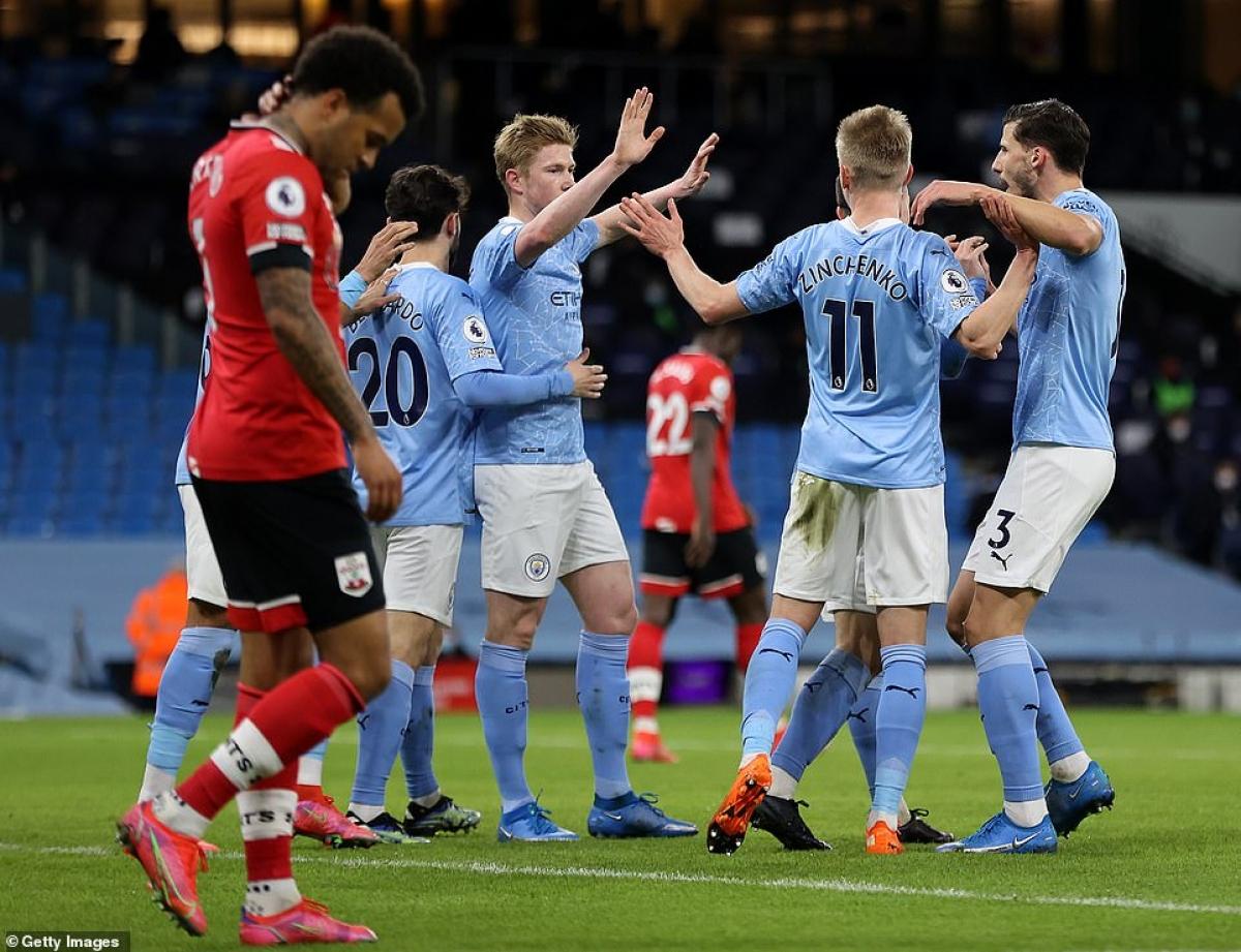 Man City hạ gục Southampton trong bữa tiệc bàn thắng. (Ảnh: Getty)