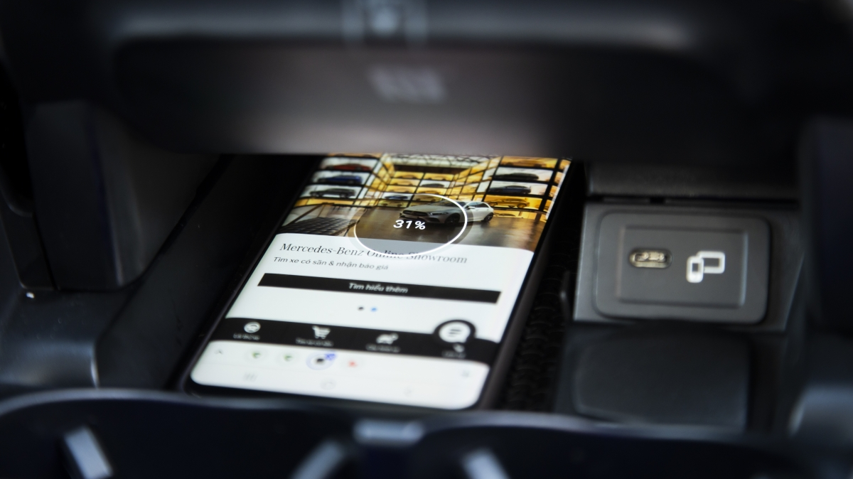 E-Class đạt kết quả cao tại các bài thử nghiệm an toàn của Ủy ban An toàn Giao thông châu Âu (EURO NCAP). Đây là thành quả từ hàng loạt tính năng an toàn như: Hỗ trợ đỗ xe tự động Active Parking Assist tích hợp Camera 360; ATTENTION ASSIST; ESP Curve Dynamic Assist; Crosswind Assist; Phanh tay điều khiển điện với chức năng nhả phanh thông minh; Hỗ trợ khởi hành ngang dốc (Hill-Start Assist) cùng 7 túi khí an toàn.