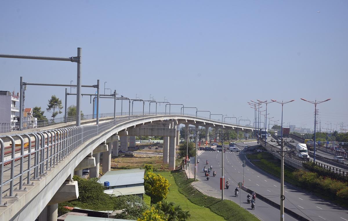 Tuyến metro số 1 TP HCM dọc theo Xa lộ Hà Nội tháng 2/2021.
