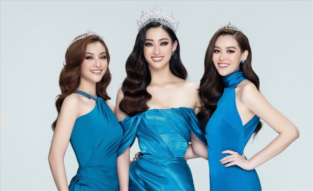 Miss World Vietnam 2019 Luong Thuy Linh (C) and two runners-up Kieu Loan (L) and Tuong San (R)