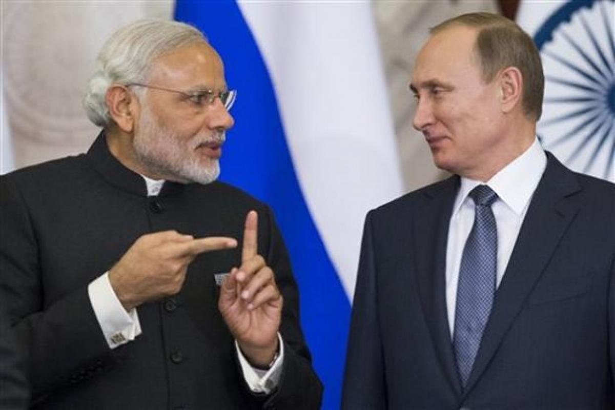 Thủ tướng Ấn Độ Narendra Modi (phải) và Tổng thống Nga Putin. Ảnh: India TV.