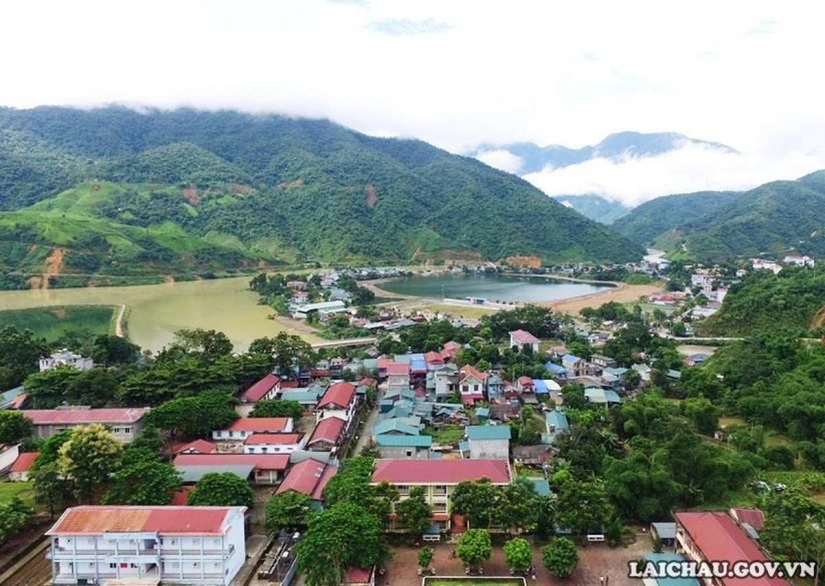 Một góc thị trấn Mường Tè, huyện Mường Tè. (Ảnh: Trang Thông tin điện tử huyện Mường Tè)