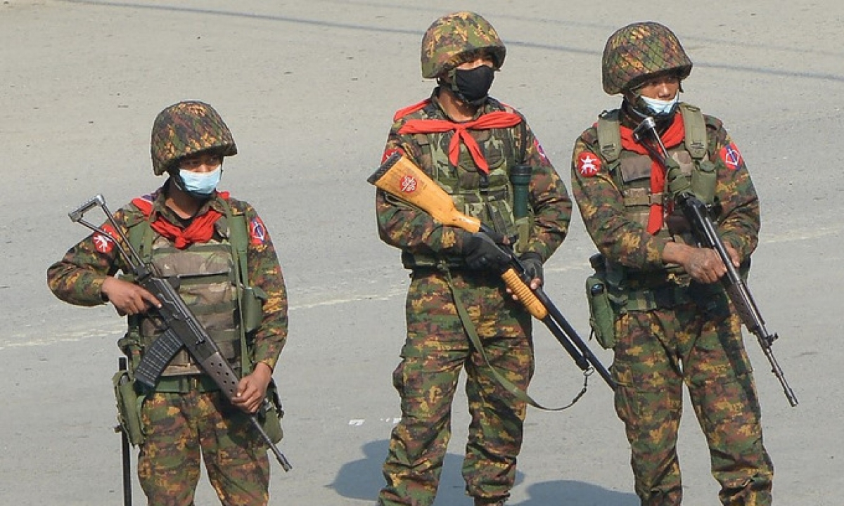 Quân đội Myanmar kiểm soát tình hình biểu tình đầu tháng 3/2021 (Ảnh: AFP)