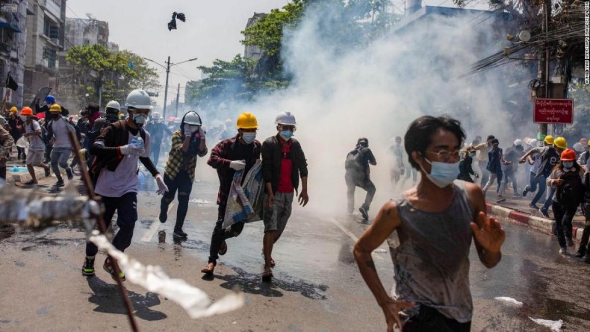Các cuộc biểu tình phản đối chính biến tiếp tục diễn ra tại nhiều nơi ở Myanmar. Ảnh: CNN