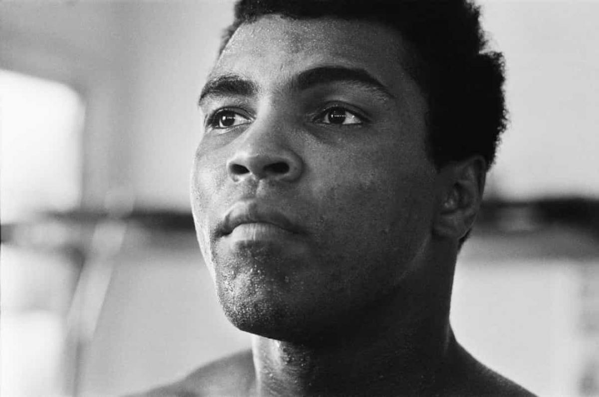 """Năm 1971: """"Cuộc chiến của thế kỷ"""" giữa hai võ sĩ quyền anh Joe Frazier và Muhammad Ali được tổ chức vào ngày 8/3/1971, tại Madison Square Garden ở thành phố New York (Mỹ). Khi đó, Frazier là người chiến thắng."""