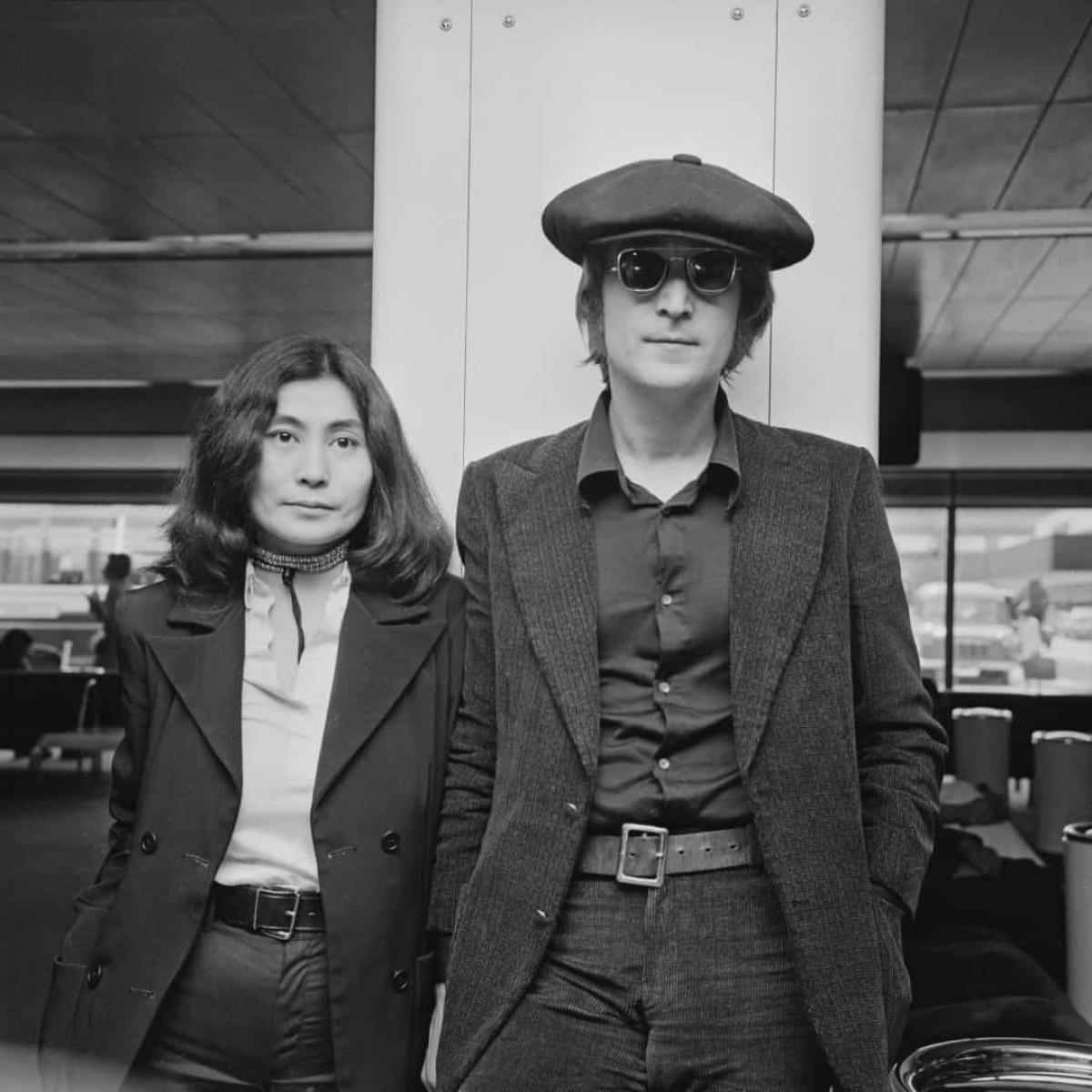 Năm 1971: Hai nghệ sĩ John Lennon và Yoko Ono đến London (Anh) vào ngày 14/7/1971.
