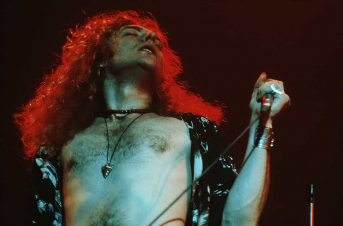 Năm 1971:Ca sĩ Robert Plant của ban nhạc rock Led Zeppelin của Anh biểu diễn vào năm 1971.