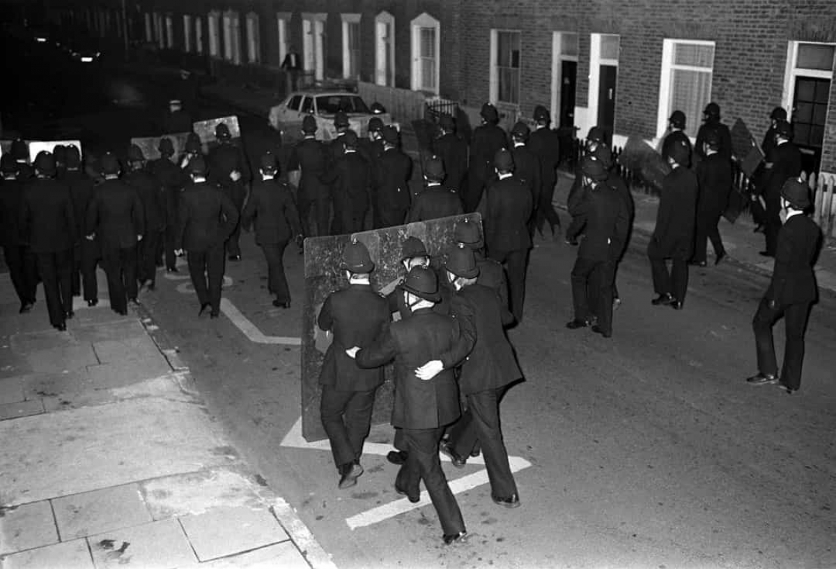 Năm 1981:Cảnh sát chống bạo động trong Cuộc bạo loạn Brixton ở London (Anh) năm 1981.