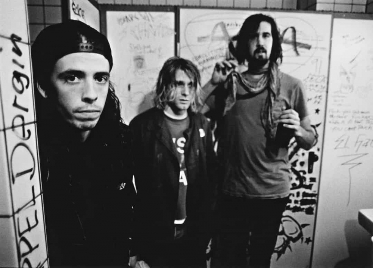 Năm 1991: Ba thành viên Dave Grohl, Kurt Cobain và Krist Novoselic của ban nhạc Nirvana tại hậu trường buổi biểu diễn ở Frankfurt (Đức) ngày 12/11/1991.