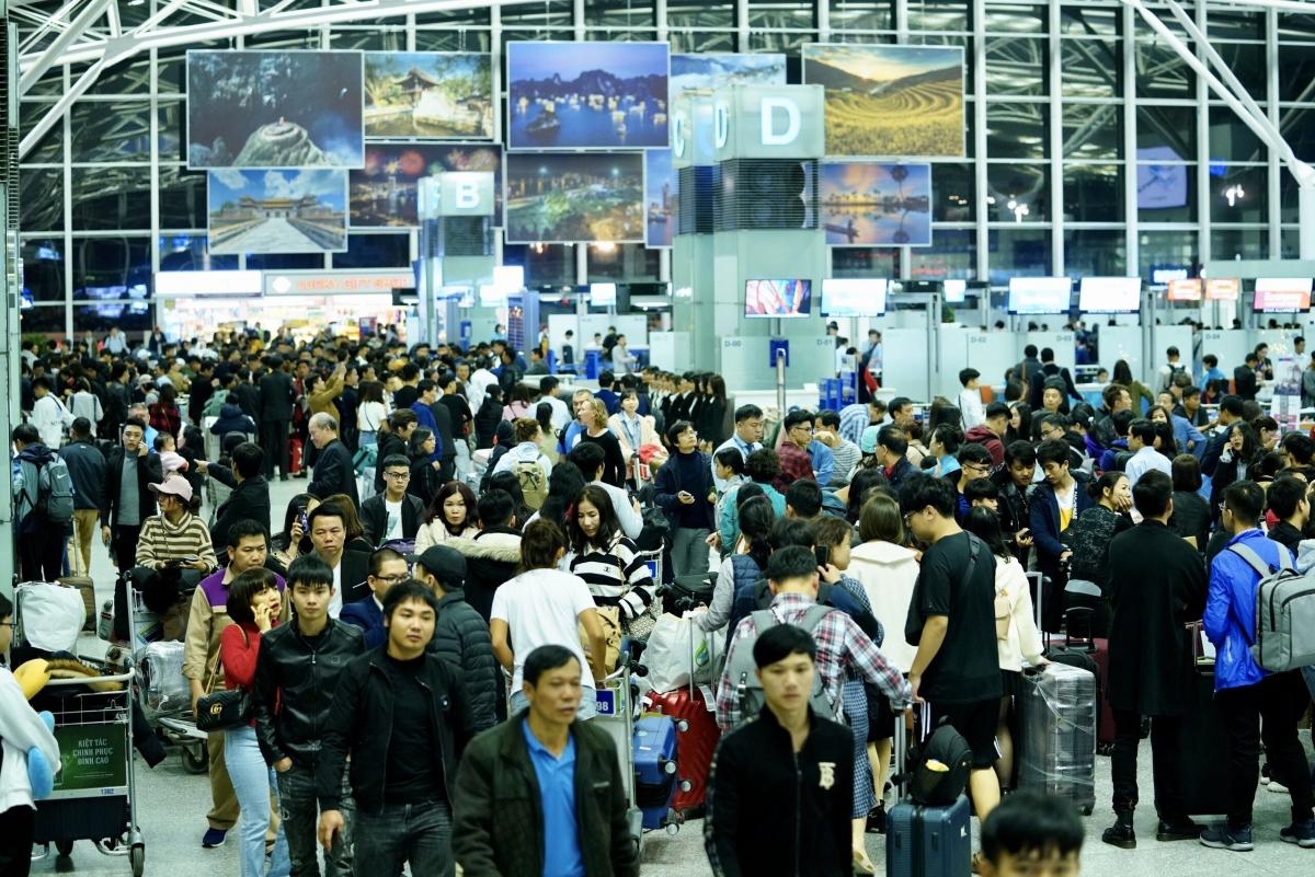 Nếu áp dụng giá sàn chung cho vé máy bay như Vietnam Airlines đề xuất, sẽ vô hình chung triệt tiêu động lực cạnh tranh, hành khách sẽ mất đi cơ hội có vé giá rẻ và còn vi phạm Luật Cạnh tranh.