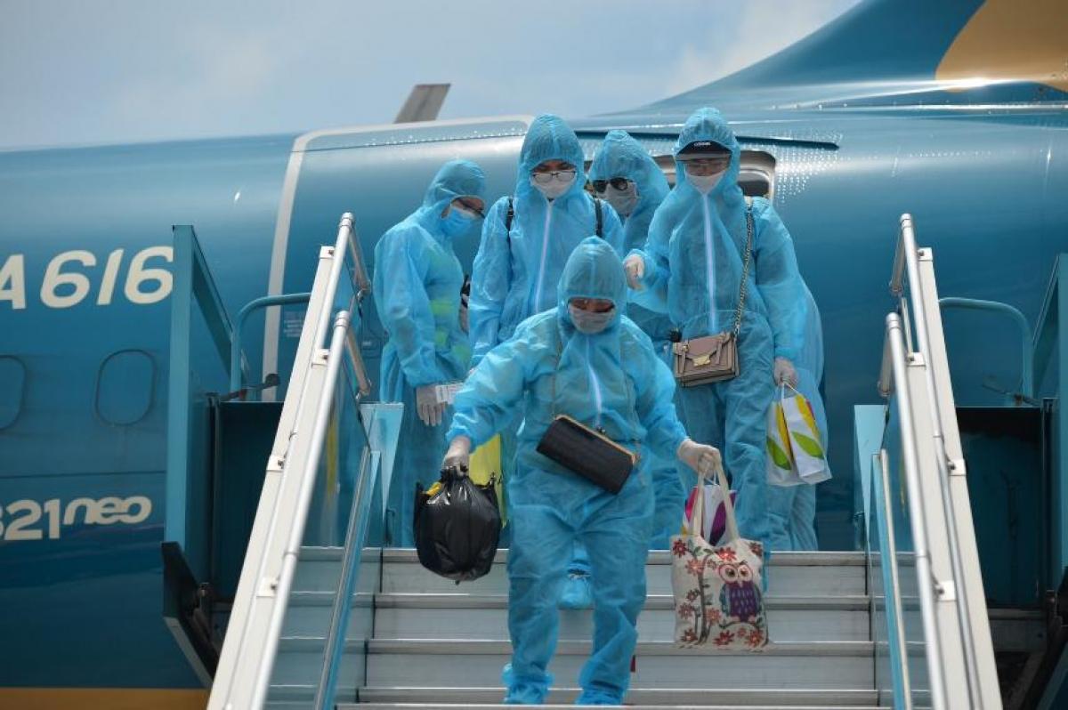 Các chuyến bay quốc tế thường lệ có chở khách vào Việt Nam vẫn đang bị tạm dừng do ảnh hưởng của dịch COVID-19.