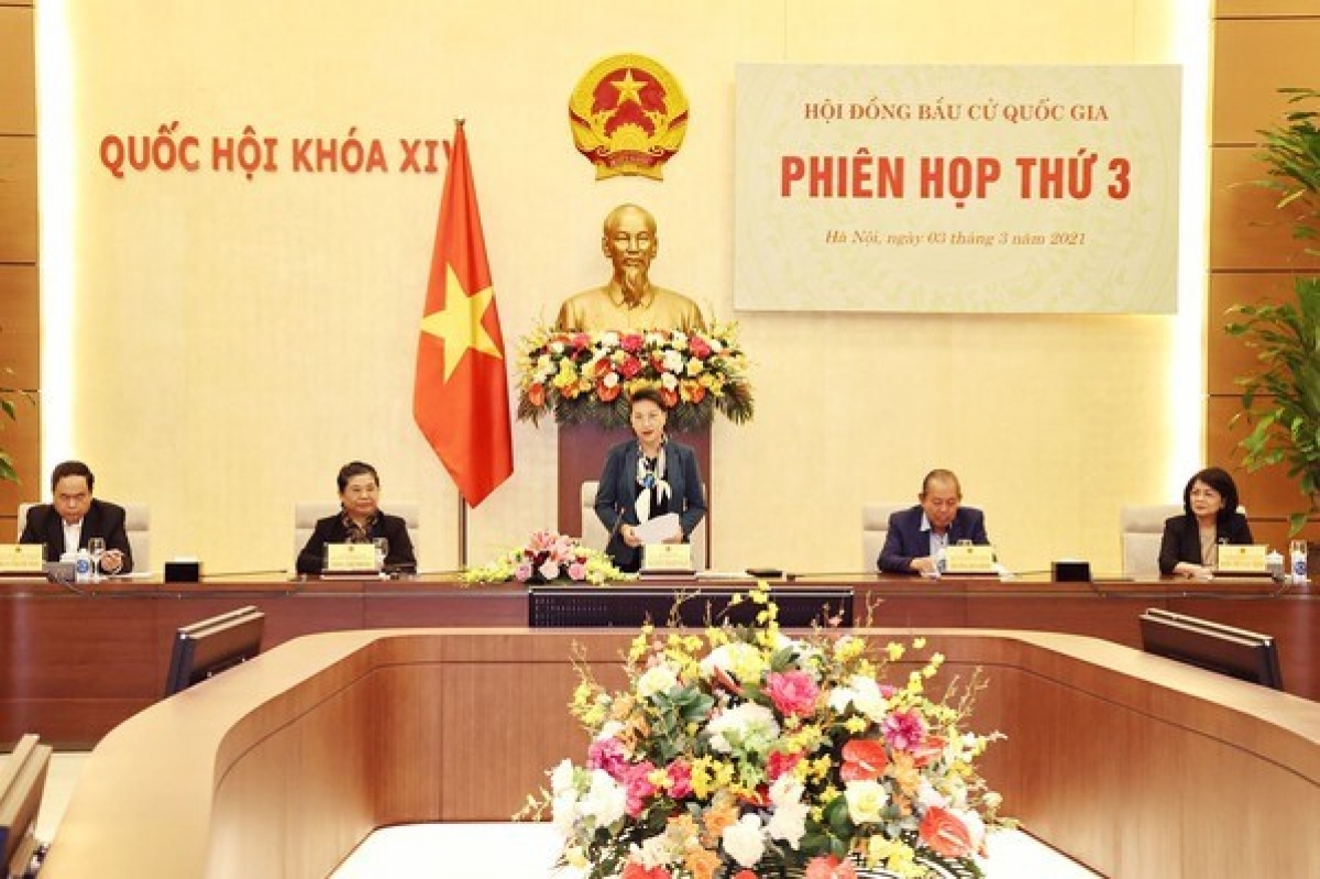 NA Chairwoman Nguyen Thi Kim Ngan (standing) chairs the third meeting of the NEC (Photo: VNA)