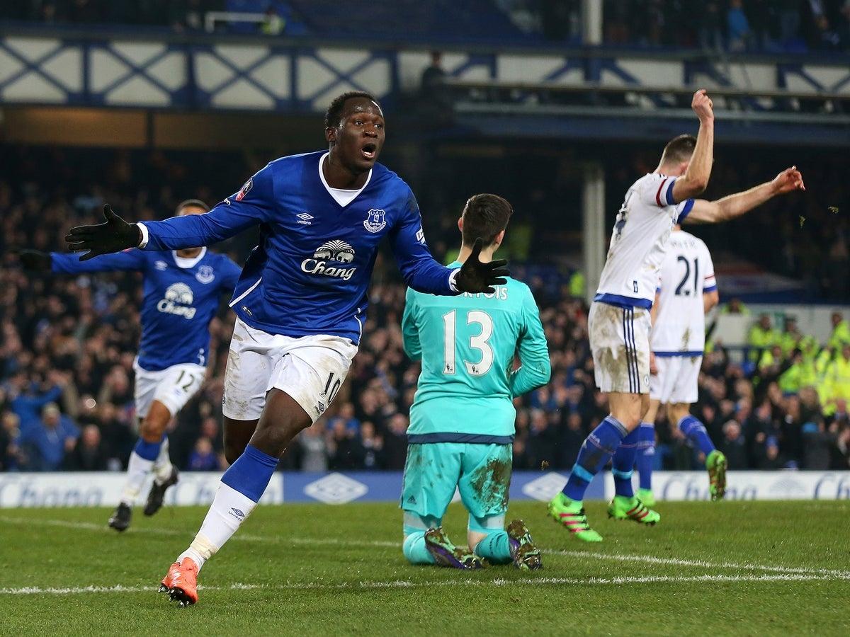 """Lukaku """"báo thù"""" Chelsea trong trận đấu có 2 thẻ đỏ. (Ảnh: Getty)"""