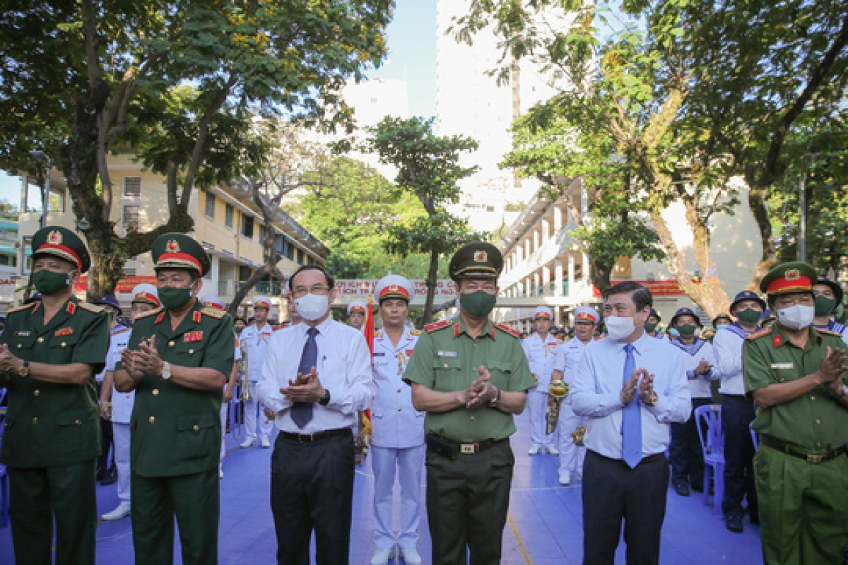 The event witnessed the participation of Lieutenant General Vo Minh Luong, Deputy Minister of National Defence, and Major General Le Tan Toi. They were joined by Deputy Minister of Public Security, Secretary of the Party Central Committee Nguyen Van Nen, and Nguyen Thanh Phong, chairman of the Ho Chi Minh City People's Committee.