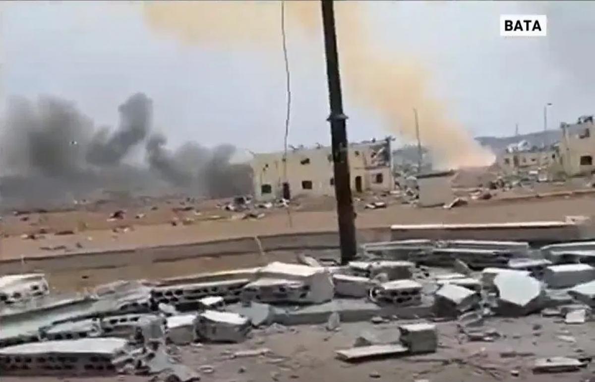 Hiện trường vụ nổ ở Bata. Ảnh: Al Jazeera.