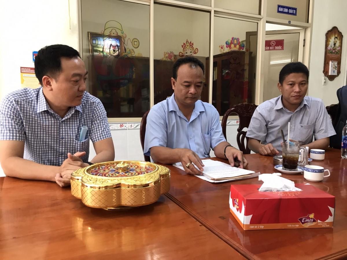 Ông Nguyễn Ngọc Tâm - Trưởng Ban Tuyên giáo thành ủy Cần Thơ (ngồi giữa) thông tin với báo chí.